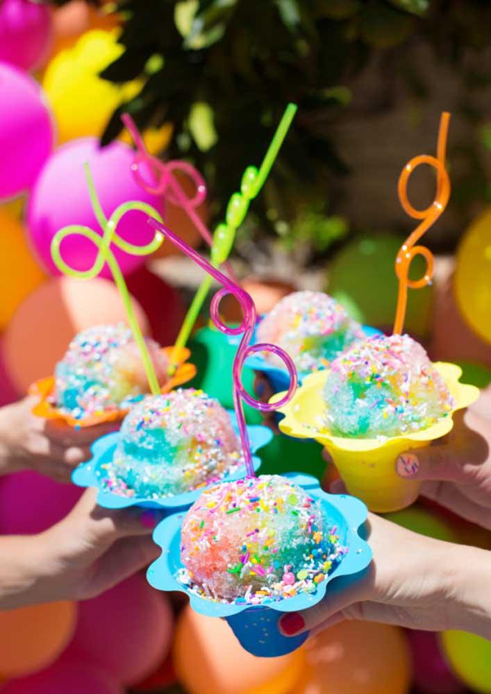 Tem coisa que combina mais com uma festa na piscina do que sorvete?