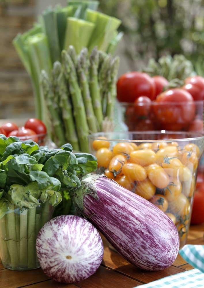 Vegetais frescos deixam a decoração perfumada, bonita e colorida