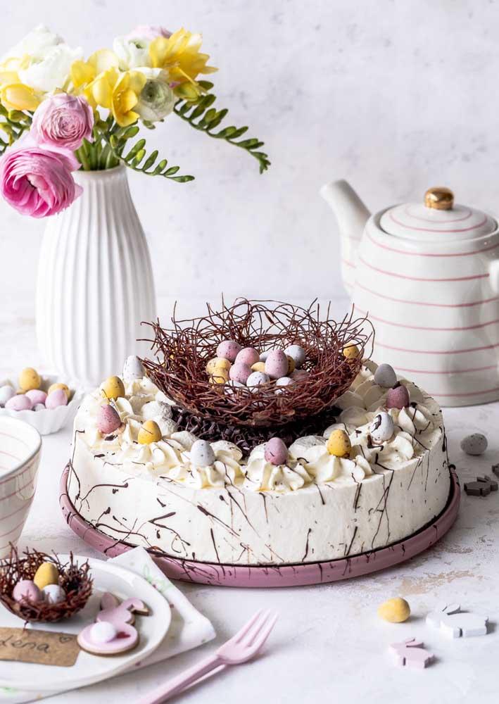 Tem coisa mais temática do que um ninho em cima do bolo de páscoa? A cara da data!