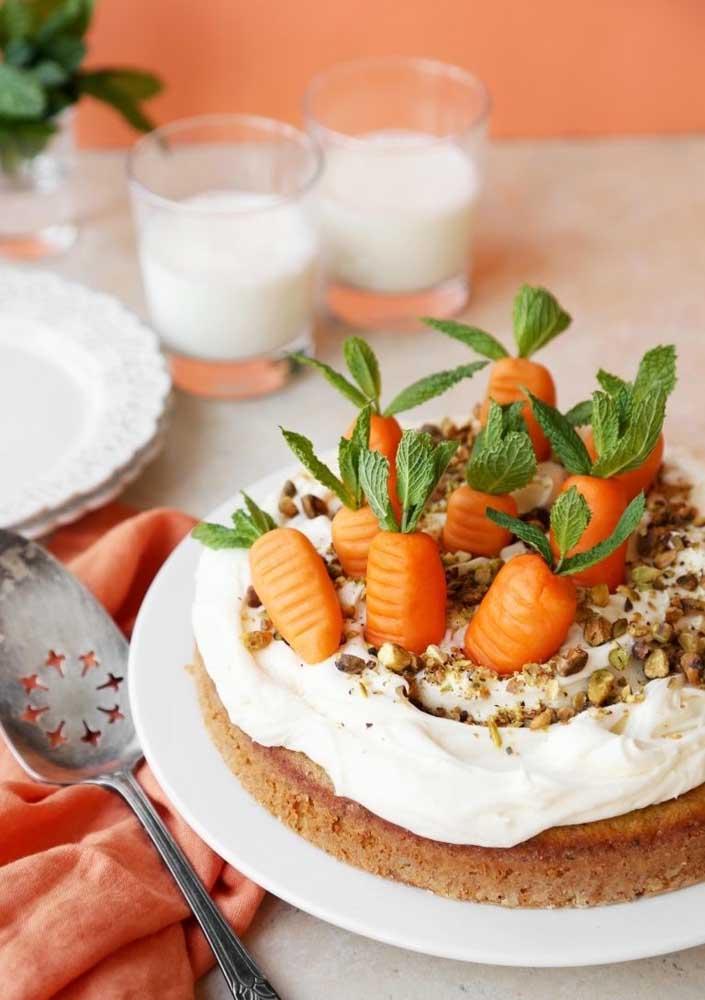 Mas não dá pra negar que as cenouras são outro símbolo perfeito para complementar a decoração do bolo de páscoa
