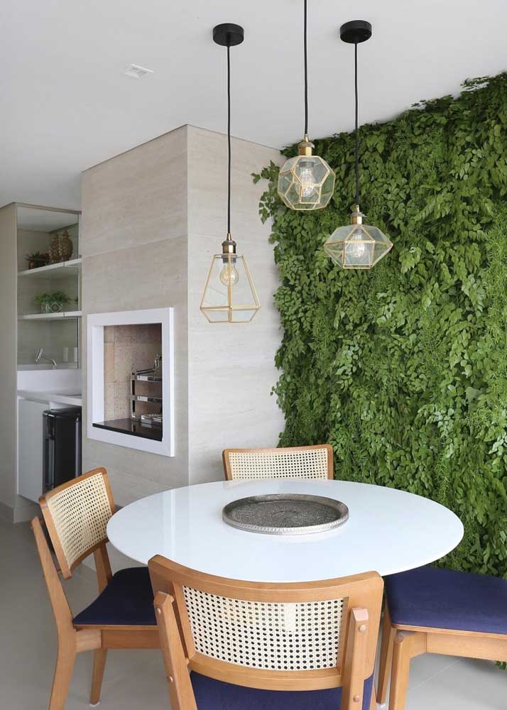 Um jardim vertical para deixar a área externa mais bonita