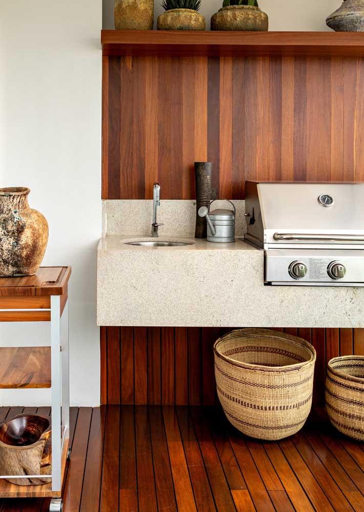 Dicas de decoração para banheiro: aposte na madeira para criar um ambiente aconchegante