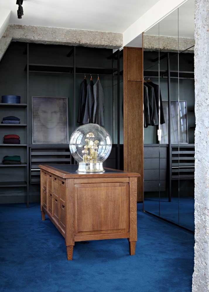 Um tapete azul para encher o closet de sofisticação