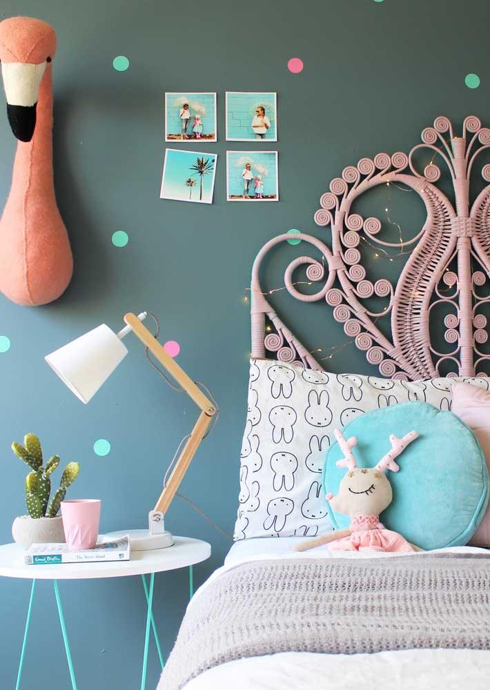 Pinte bolinhas na parede e faça estampa de poá