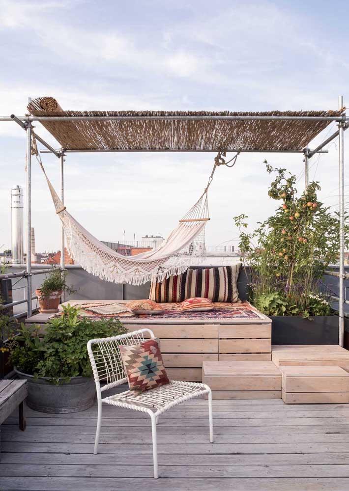 Dicas de decoração para varanda de apartamento: objetos rústicos e naturais