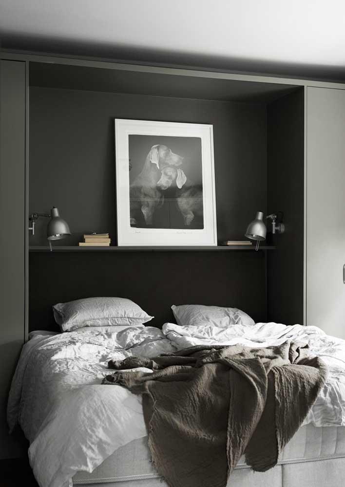 Móveis planejados para quarto de casal com cama embutida para otimizar espaço