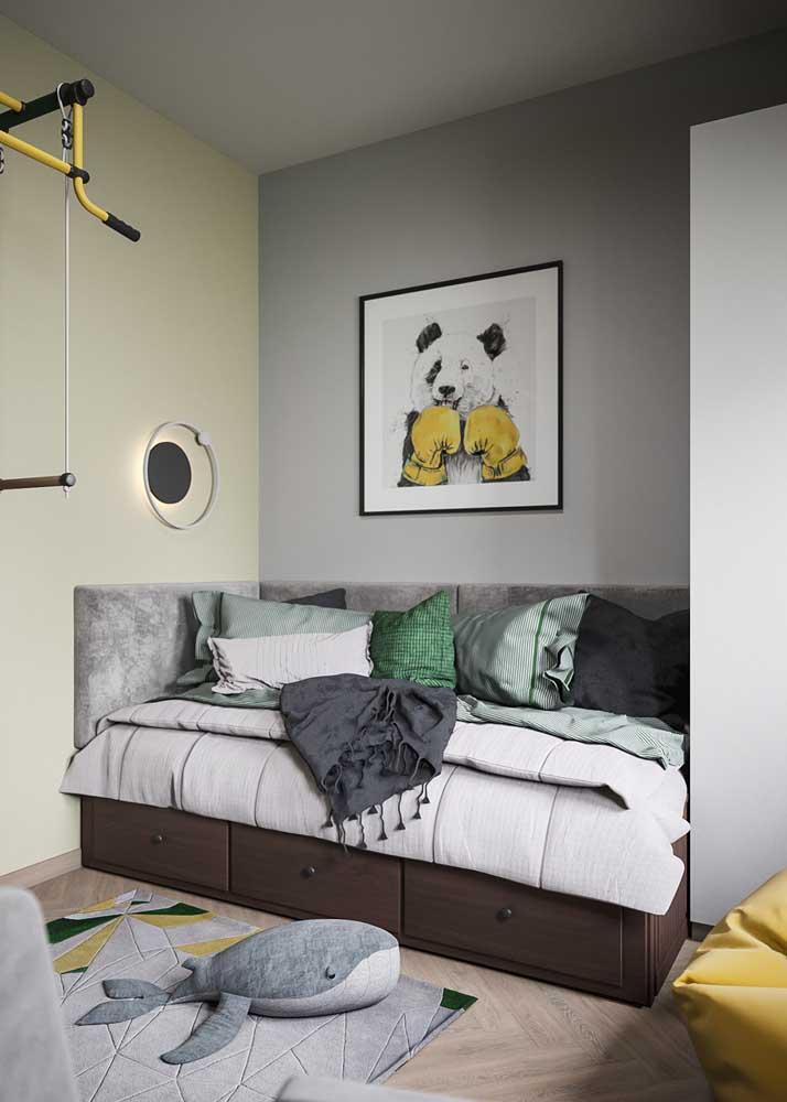 A cama planejada traz gavetas para otimizar uma área que até então estava sem uso