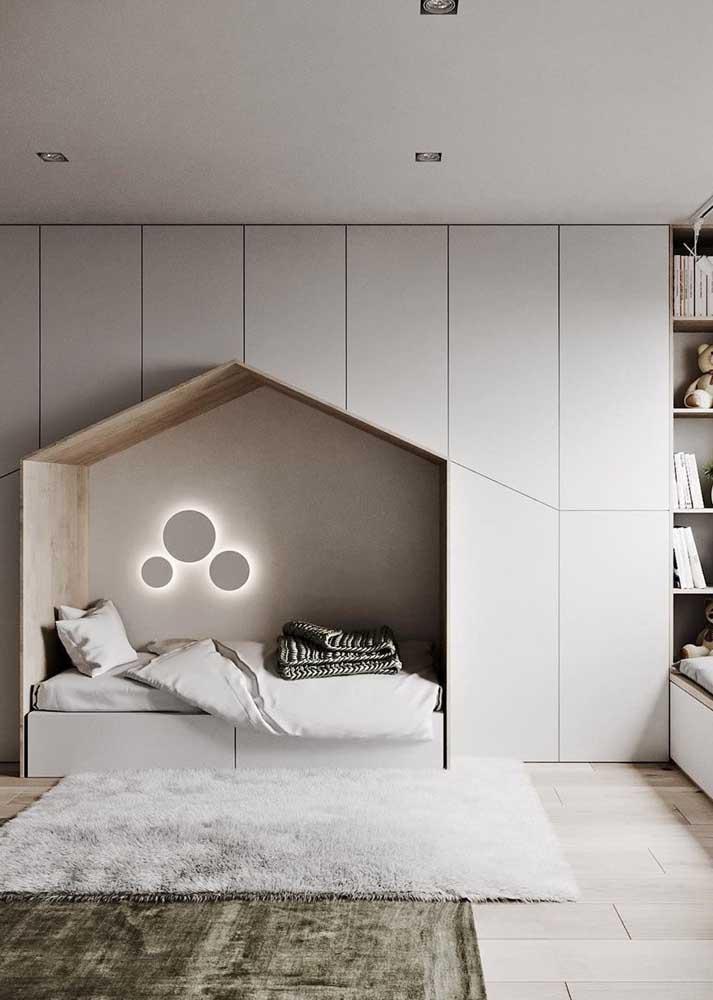Móveis planejados para quarto infantil projetados em uma única parede