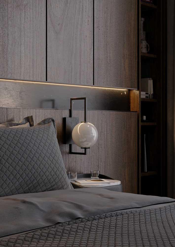 Os móveis planejados para quarto ainda podem incluir iluminação embutida e luminárias