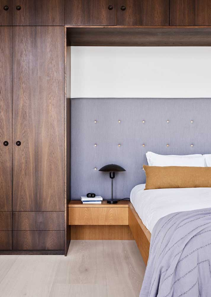 Móveis planejados para quarto de casal com jeito e cara de móveis retrô